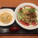 90432371 - サービスランチ。冷し担々麺+半炒飯。900円→700円