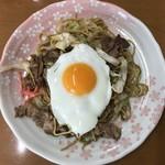 伊勢屋 - 料理写真:焼きそば 肉たまご入