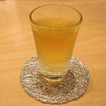 箔座日本橋 - 無料サービスの冷たい加賀棒茶