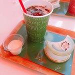 パティスリー ポタジエ - アボカドレアチーズ(540円)とオーガニックアイスコーヒー(270円)  左は試食のソイヨーグルト