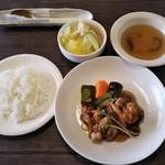 マーチンカフェ - 日替りランチ(若鶏の唐揚げ 甘酢あんかけ)@640