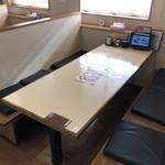 炭火焼鳥とりっこ - ボックステーブル席