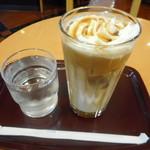エクセルシオール カフェ - アイスアーモンドラテのS¥380-