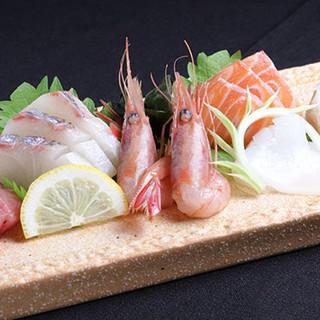 独自ルートで入手する鮮度抜群の魚介を、驚きのコスパでご提供!