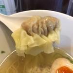 香港雲呑専門店 賢記 - 雲呑巨大〜