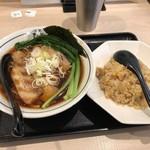 麺屋 たけ井 - こいくちらーめん(黒)並750円&ハーフチャーハン300円