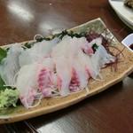 魚繁 - 活いさき刺身(半身)