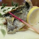 魚繁 - いさき塩焼き(半身)