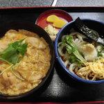 手打ちうどんの店倭 - 親子丼 680円、冷うどん +250円