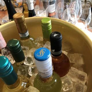 豊富なワインメニューでより華やかなお食事の場に