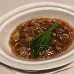 中国飯店 麗穂 - 季節野菜の蟹肉入り干し貝柱ソースかけ