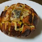 アダパン - 料理写真:ガーリックチーズ