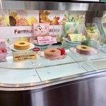 Farmkuchen Fukasaku - 店内のショーウィンドウ2