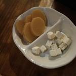 舫 - 料理写真:いぶりがっことクリームチーズ