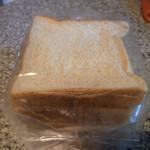 ベーカリー&レストラン沢村 - 料理写真:食パン