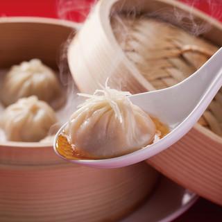 台湾・上海湯包小館の名物『小籠湯包』のそのままの味を提供♪