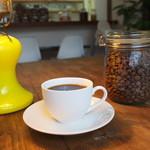 カフェ ジン - 8種類の豆がある。コーヒー