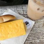 90478377 - すしやの玉子サンド&塩キャラメルラテ