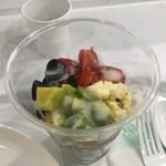 œufs et Legumes ウ・エ・レギューム - アボカド、オリーブ、トマト、赤玉ねぎ