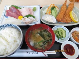 いたこ丸 - いたこ丸定食(上)(刺身4種・日替り・ご飯・汁物・小鉢,全景)