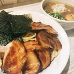 麺ガレージ 肉ヲ見ル - 超特濃つけそば
