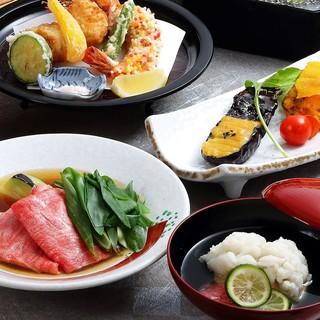 お祝いや法事などを美濃吉の懐石料理でおもてなしいたします。