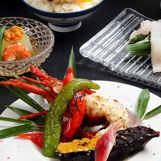 総料理長自慢の懐石をごゆっくりとお食事をお楽しみ頂けます。