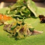 Braceria la AOSA - 前菜3種とサラダ(鰯のマリネ、サーモンとポテト、ふき、有機野菜のサラダ)
