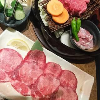 【ランチ開始】黒毛和牛牛スジ丼セット720円!
