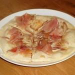 ワインカフェ - 生ハムと茗荷のピザ