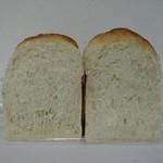 90499207 - 幻の食パン断面
