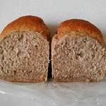 90499210 - 全粒粉食パン断面