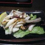 黒・紋 - イカゲソバター炒め