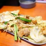 山鉄串 - 牛ホルモンのピリ辛味噌炒め★ ホルモンプリプリ。野菜もしっとり旨し。 辛くないけど味付けは好き