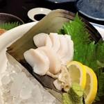 博多よし魚 - 活きタイラギ刺し。これ、美味しいです。