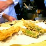 江戸前天麩羅 天優 - 揚げたての野菜天ぷら