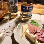 サンフェイス - もち豚スモークとチーズの盛り合わせ