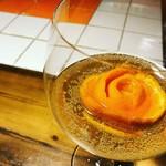 サンフェイス - スパークリングワインとオレンジのミモザ