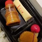 レストランよねくら - ソースと缶詰め果物