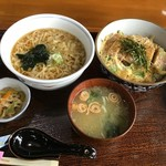 ひろ亭 - 卵麺(左) カツ丼(右)