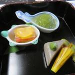 万助楼 - 八寸 夏野菜の博多 青梅蜜煮 薩摩芋蛇の目傘仕立て