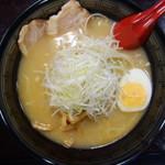鈴木飯店 - 料理写真:味噌ねぎらぁ麺(\750税込み)