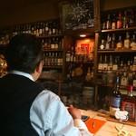 サンフェイス - バックバーにはウイスキーがずらり!