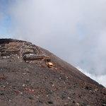 9051112 - 2011-08-10 AM8:24 富士山頂上