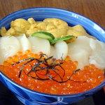 9051953 - 三色丼2,800円