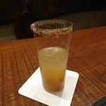 90512334 - (2018年8月 訪問)食前酒。テキーラベースに搾りたてのグレープフルーツとタマリンド、メキシコの天然塩をあしらったフルーティなお酒。とっても飲みやすい。