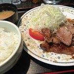 カレーとハンバーグの店 バーグ - 肉ショウガ焼き定食