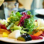 90517320 - 野菜と果物のサラダ