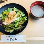 尾崎牛焼肉 銀座 ひむか - 胡麻塩サラダ&牛骨スープ