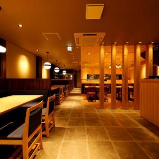 上質な和空間で愉しむ現代和食。ゆったりお寛ぎいただけます